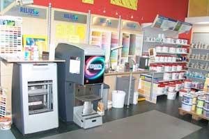 Fundierte Produktkenntnisse sind beim Verkauf von Tapeten und Farben unerlässlich.
