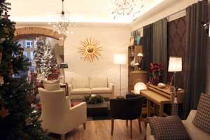 Auf insgesamt 370 m² sind Wohnmöbel und -accessoires stimmungsvoll in Szene gesetzt.