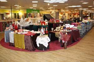 Der Fachmarkt präsentiert sich seinen Kunden im Emsland auf 3.600 m² auf zwei Ebenen.