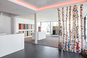 Bodenbeläge sind in Malerbetrieben keine Besonderheit mehr; eine derartig gestaltete Ausstellung schon.
