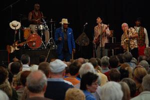 Für die Fans ist der City Blues ein musikalisches Zuhause, hier mit EB Davis & Band.